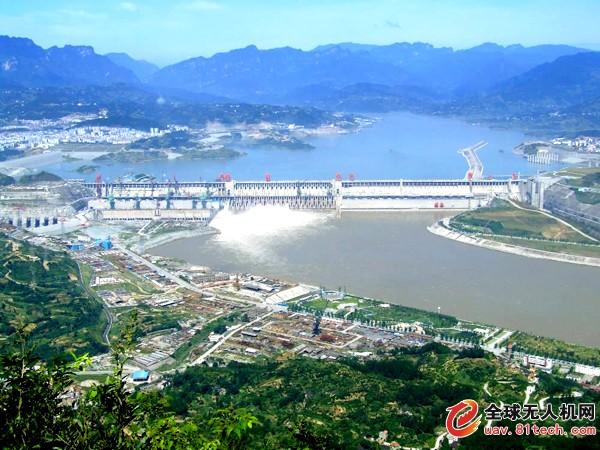 一外国游客在三峡坝区放飞航模、拍摄照片被删除图片并行政警告