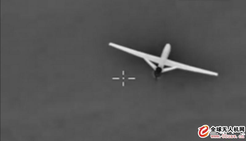 战机与无人机相遇