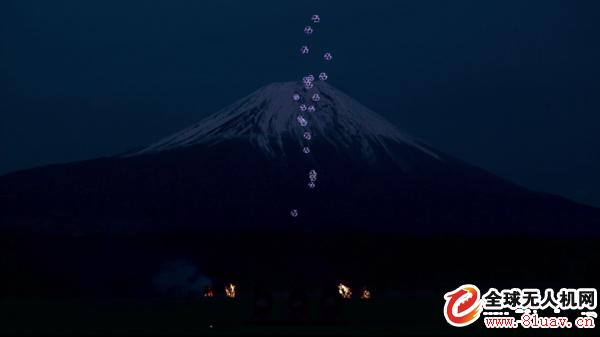 """日本打造无人机视觉秀,看20多台无人机如何上演了一场名为""""Sky Magic Live at Mt. Fuji""""的现代灯光秀"""