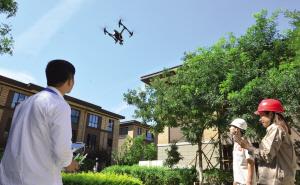 天津滨海公司用无人机验收光伏设备
