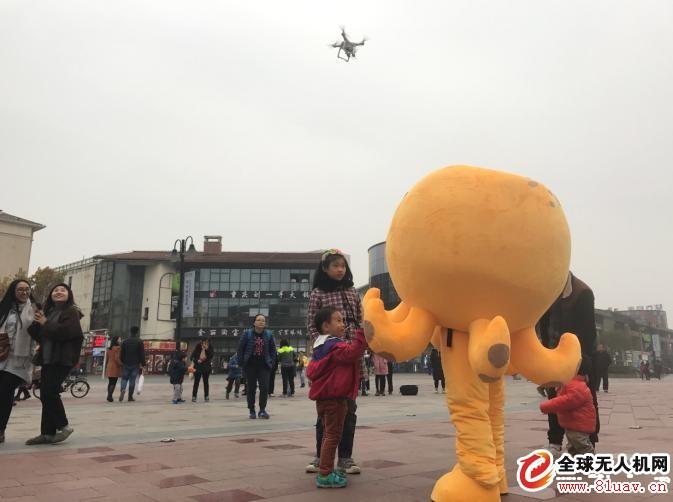 智仟汇智能体验嘉年华在重庆大学城举行 无人机吸睛
