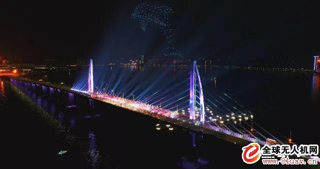 零度智控无人机编队组成3D立体海豚飞跃港珠澳大桥