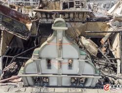 无人机航拍:瑞士百年建筑失火 倒塌屋顶