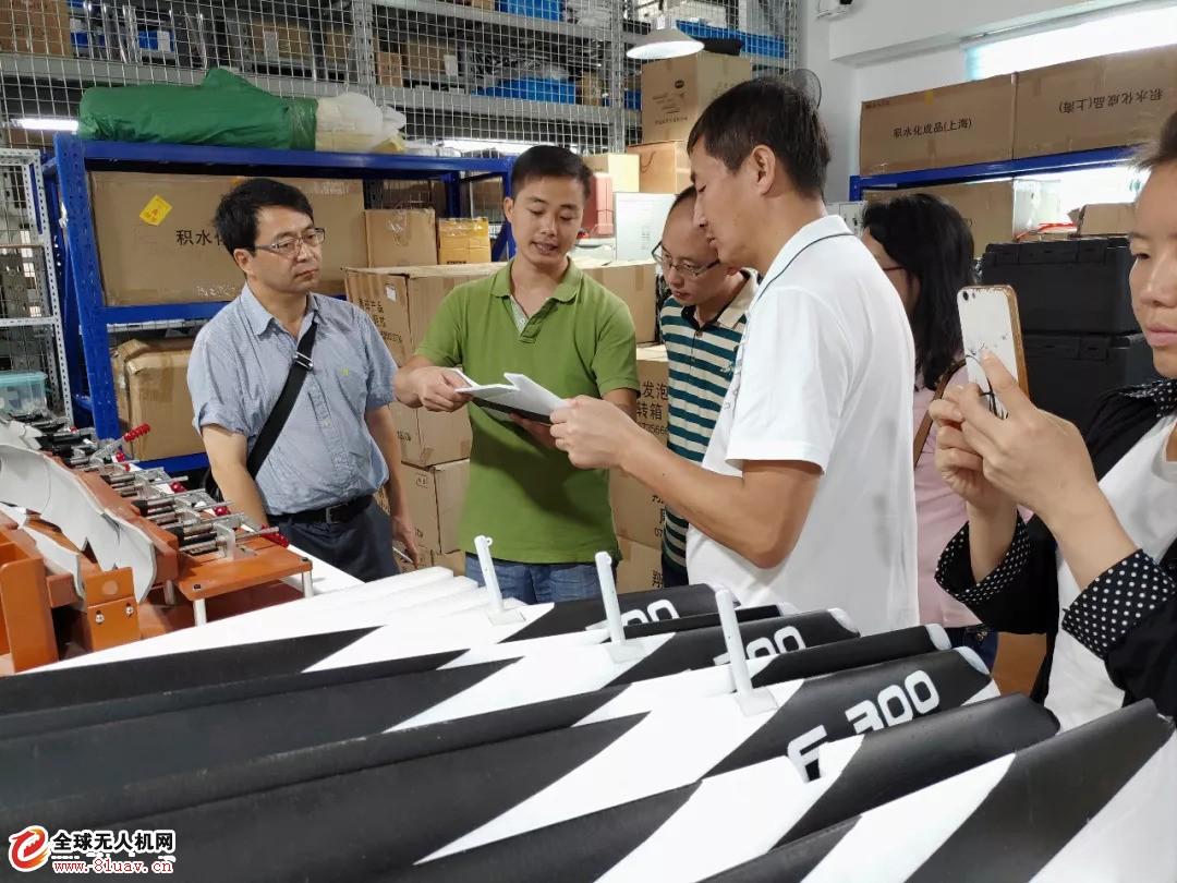 考察团一行首先来到位于河北香河的飞马机器人香河工厂