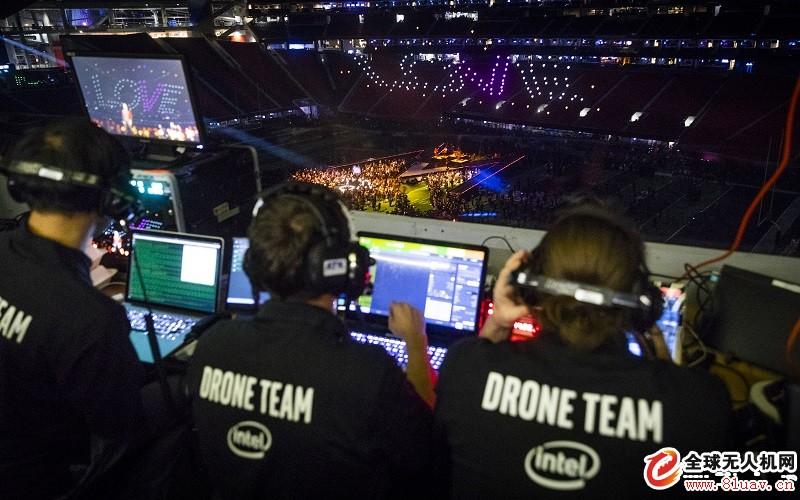 Intel 无人机灯光秀助兴Maroon 5 超级盃中场演唱