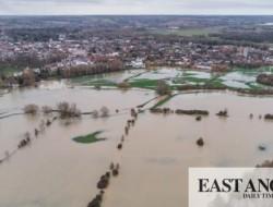 无人机航拍照片显示了萨德伯里水草甸的洪水泛滥程度