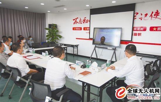 """三月三日,科大讯飞与我省企业通过""""云签约""""签署合作协议。 海南日报记者 武威 摄"""