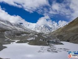 无人机航拍珠峰绒布冰川