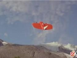 气候科学家用无人机监测阿拉斯加冰川湖洪水的影响