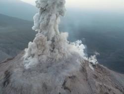 无人机帮助监视危险的火山