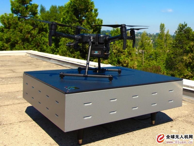 WiBotic-DJI-M200-on-PowerPad-2-1无线充电可以让无人机飞得更远