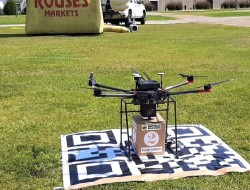 Deuce无人机展示零售包裹递送服务