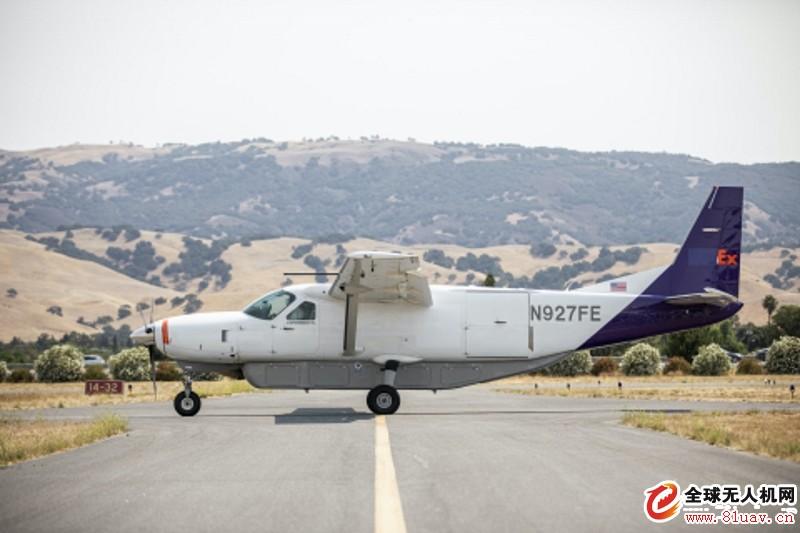 美国大型无人驾驶载人飞机在人口稠密地区进行了首次飞行