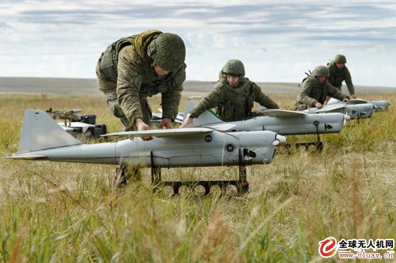 """俄罗斯在军事演习中使用""""蜂群无人机"""""""